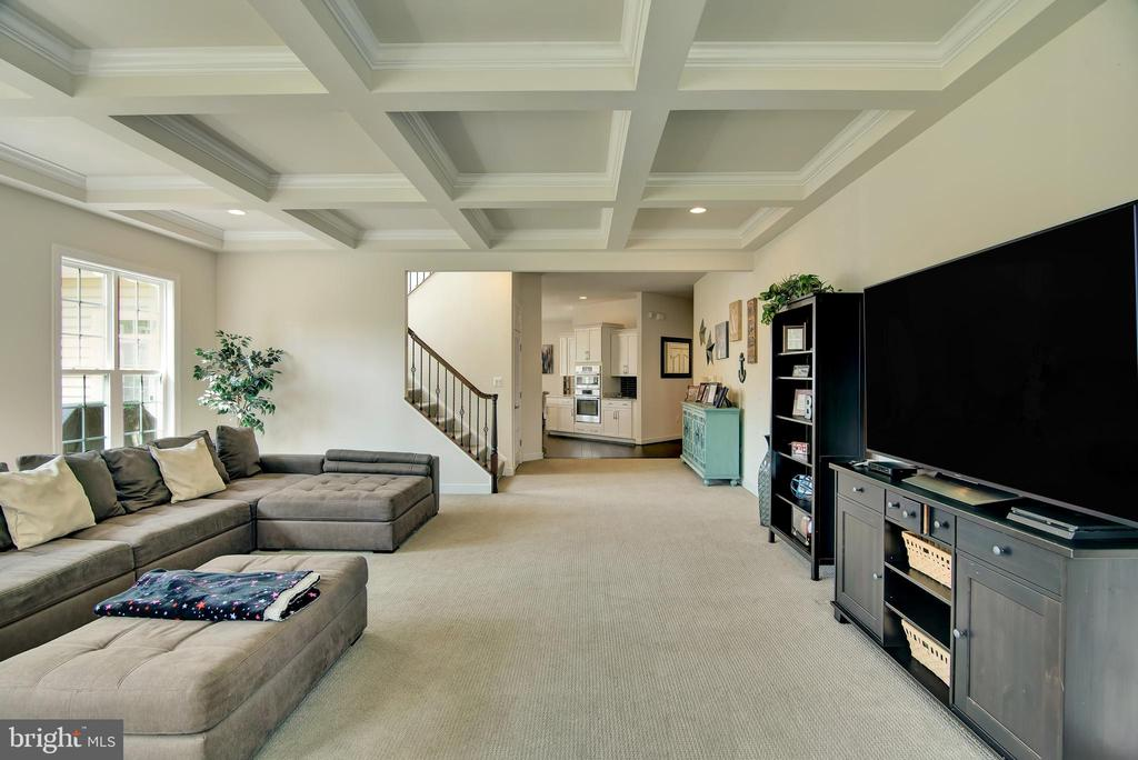 Coffered Ceiling - 21 GLENVIEW CT, STAFFORD