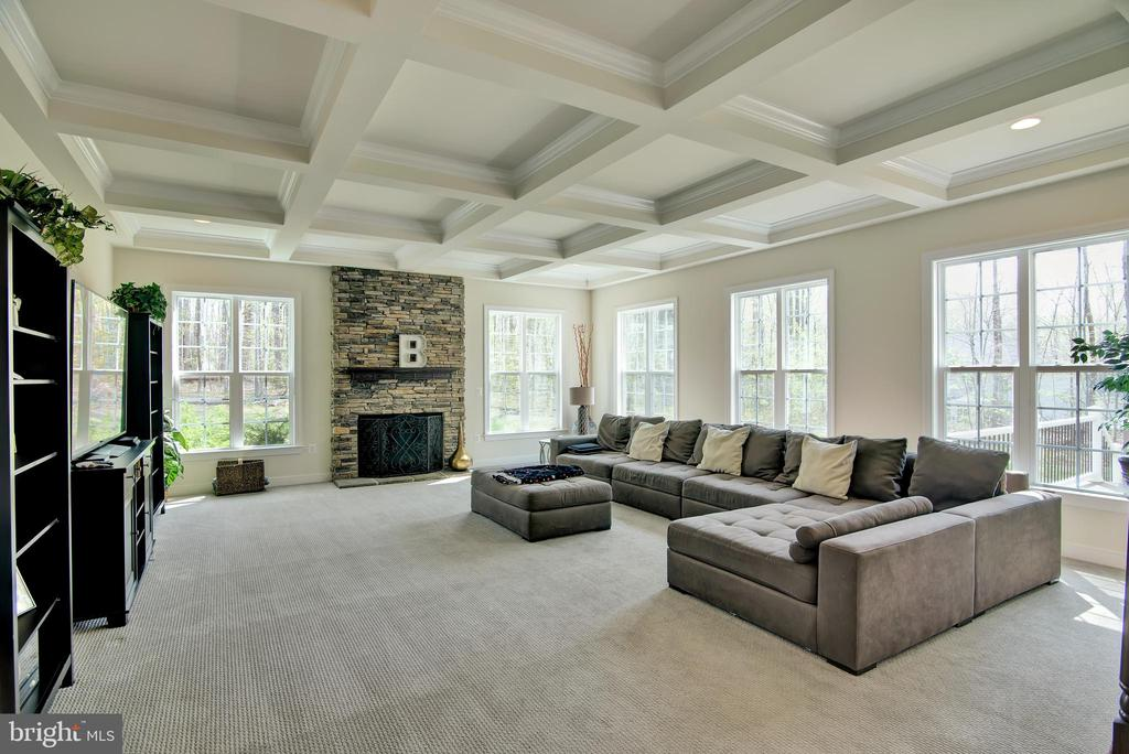 Family room main level - 21 GLENVIEW CT, STAFFORD
