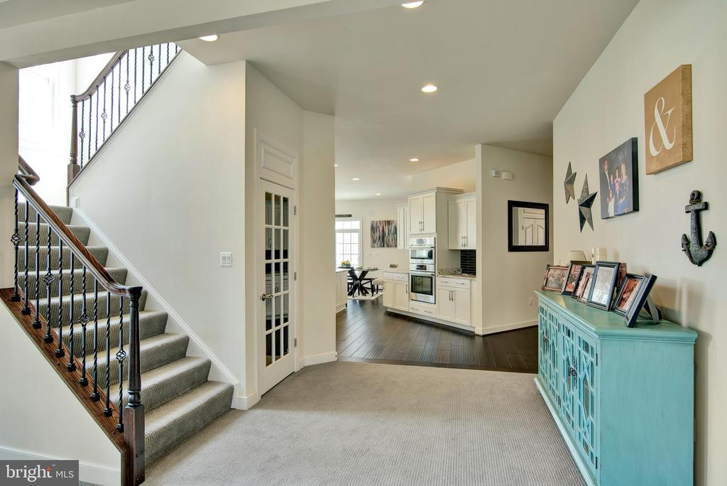 Second set of wide stairs from family room - 21 GLENVIEW CT, STAFFORD