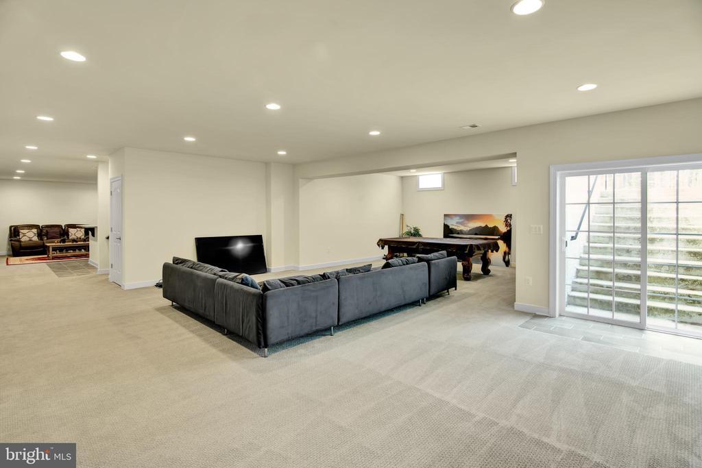 Basement sliding glass door walk out basement - 21 GLENVIEW CT, STAFFORD