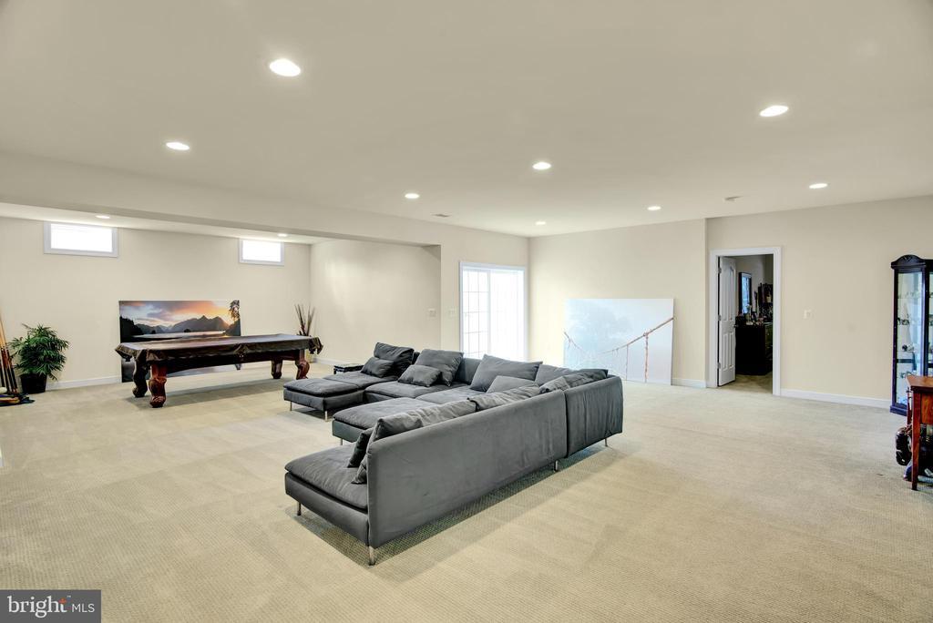 Basement facing basement bedroom door - 21 GLENVIEW CT, STAFFORD