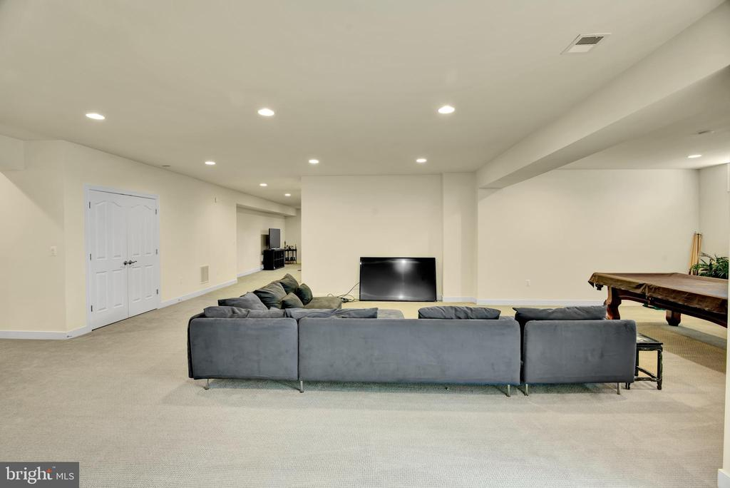 Basement area can be converted to an in law suite - 21 GLENVIEW CT, STAFFORD