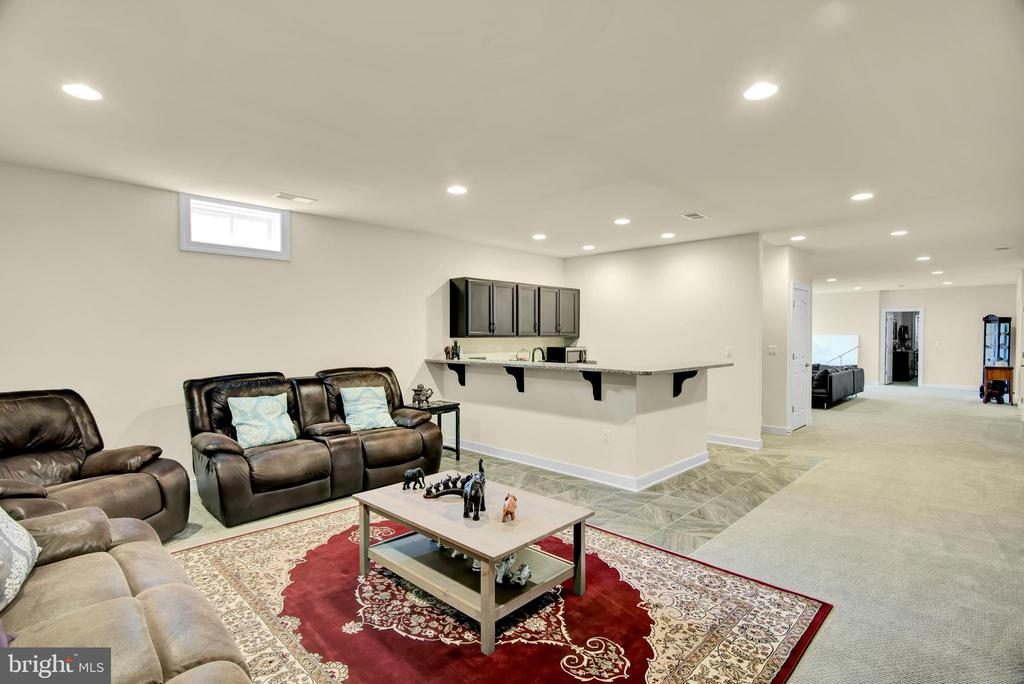 Basement entertaining/living area with wet bar - 21 GLENVIEW CT, STAFFORD