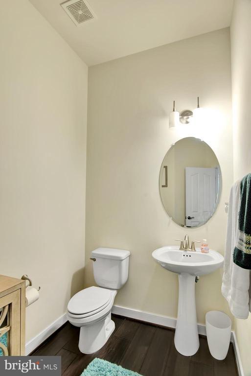 Main level half bath - 21 GLENVIEW CT, STAFFORD