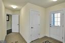 Second front entrance mud room - 21 GLENVIEW CT, STAFFORD