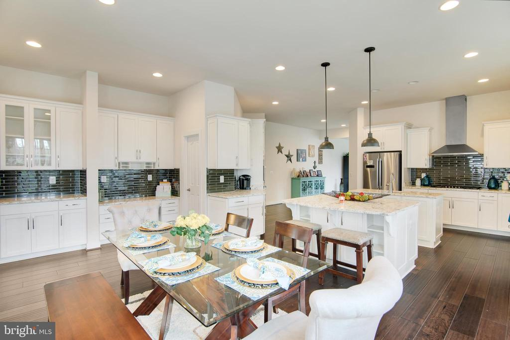 Full view of this stunning kitchen - 21 GLENVIEW CT, STAFFORD