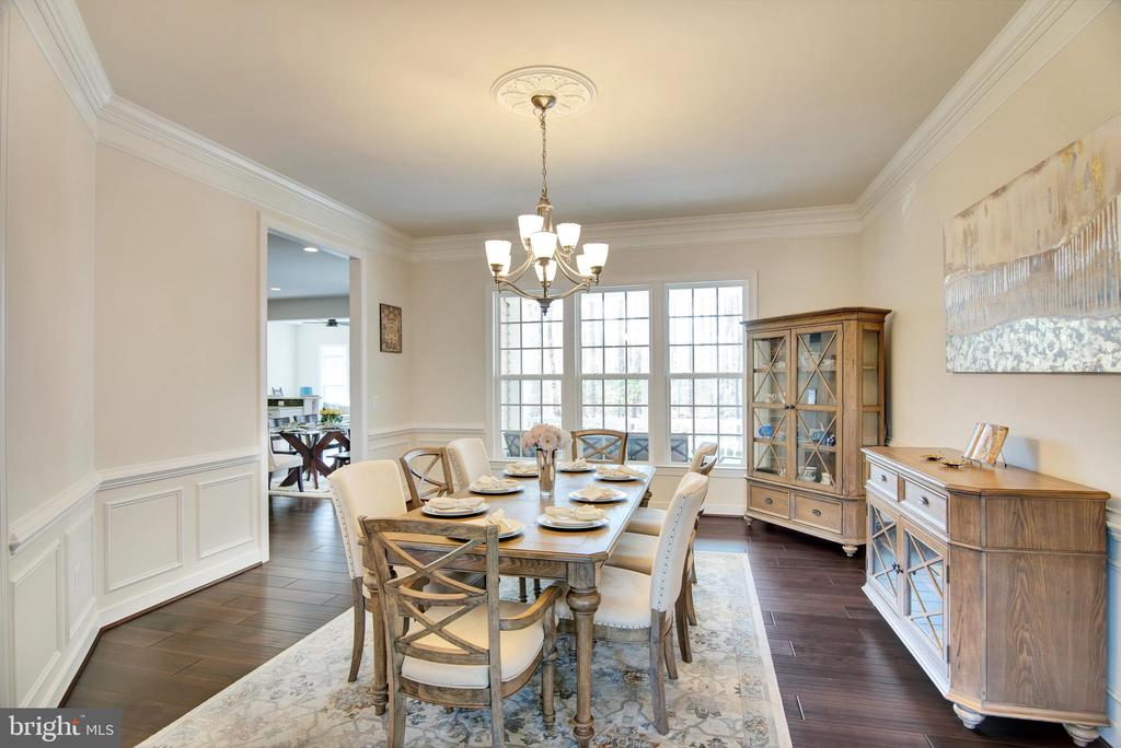 Formal dining room with extended crown molding - 21 GLENVIEW CT, STAFFORD