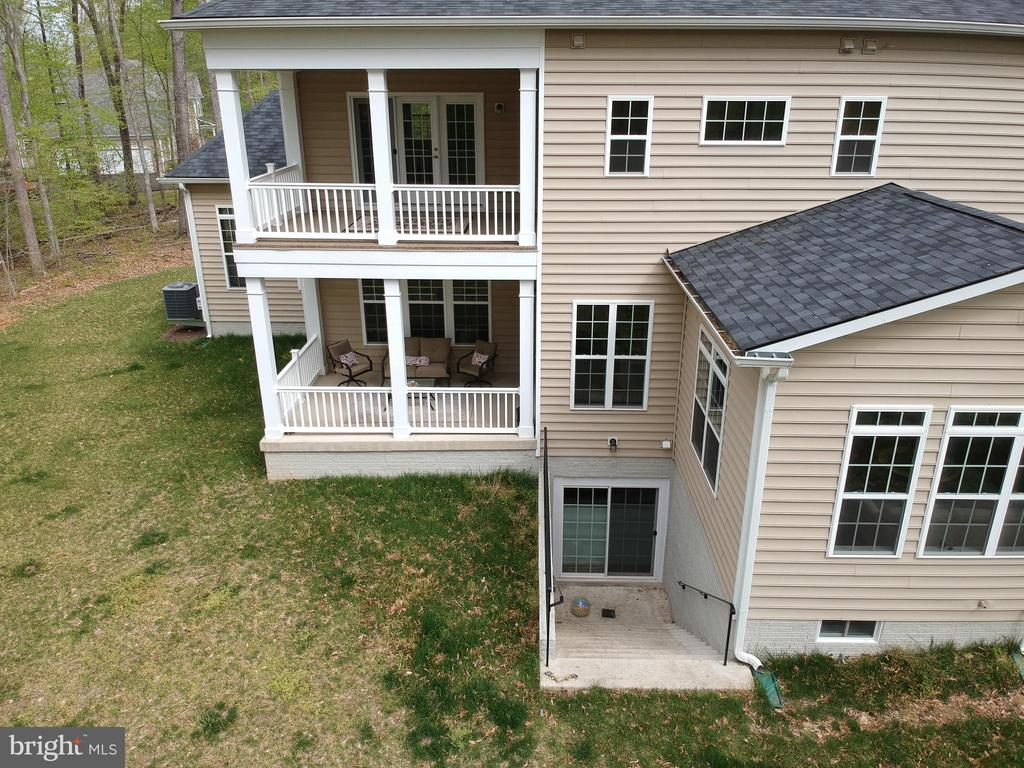 Back balcony's and entrance to basement - 21 GLENVIEW CT, STAFFORD