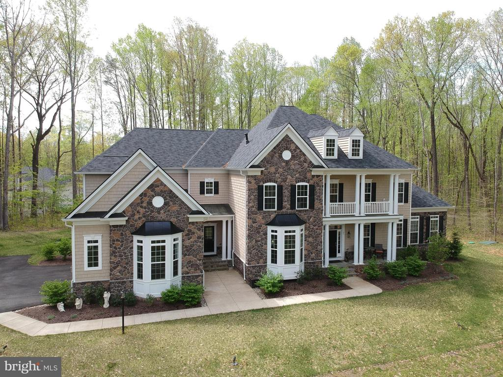 This large home is so elegant with hand laid stone - 21 GLENVIEW CT, STAFFORD