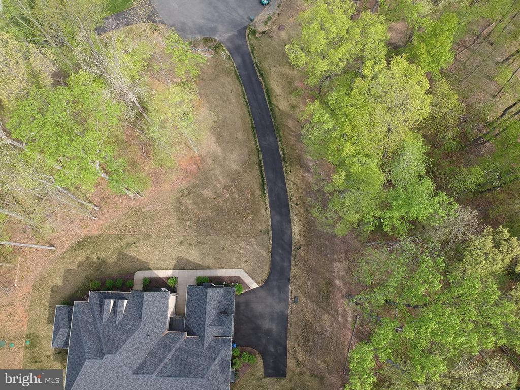 Home is wonderfully placed off of the road - 21 GLENVIEW CT, STAFFORD