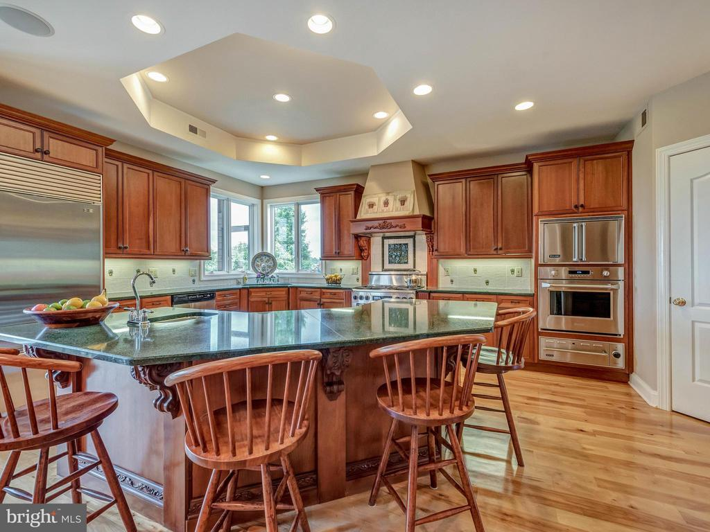Large gatherings around this kitchen island. - 7803 PICNIC WOODS RD, MIDDLETOWN