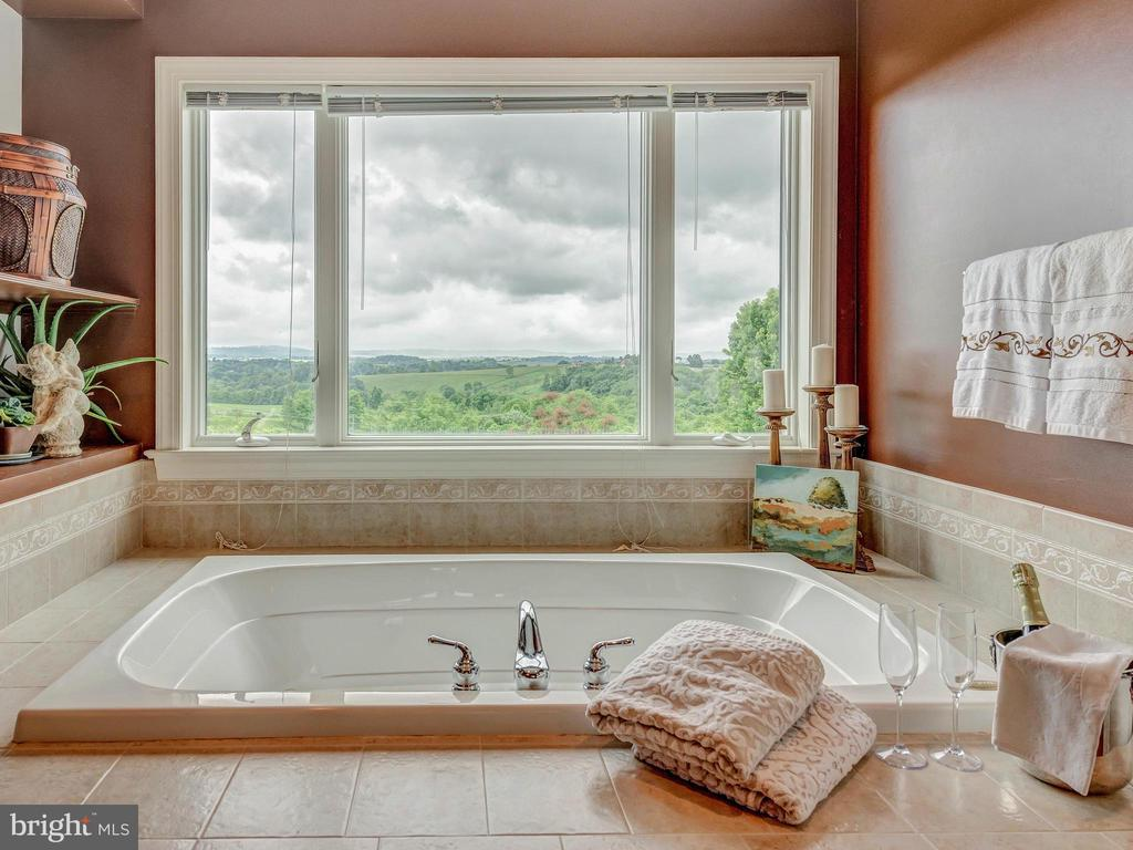 Relax with views at the end of a long day! - 7803 PICNIC WOODS RD, MIDDLETOWN