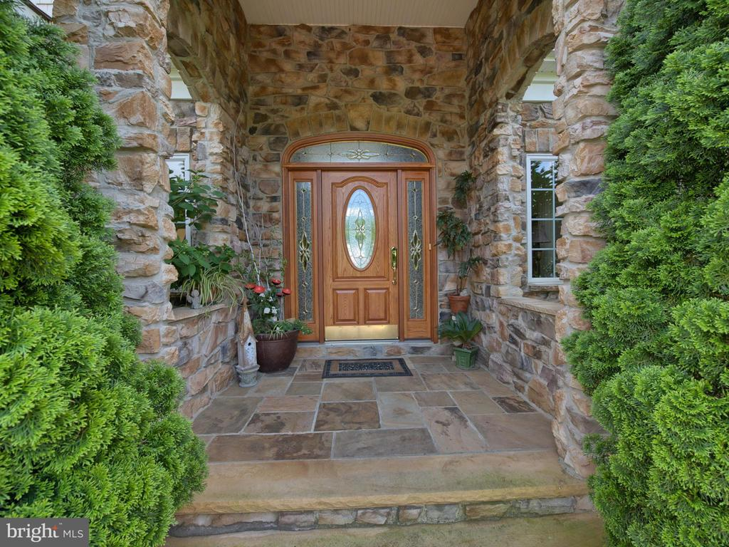 Welcome Home! - 7803 PICNIC WOODS RD, MIDDLETOWN