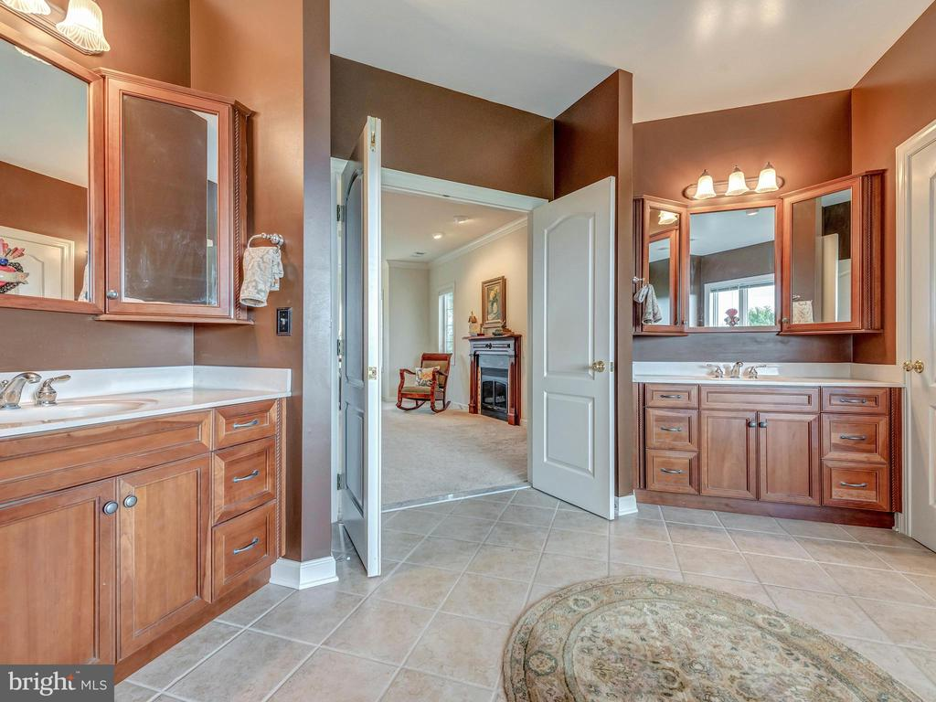 Double sinks and double doors to the owners suite. - 7803 PICNIC WOODS RD, MIDDLETOWN