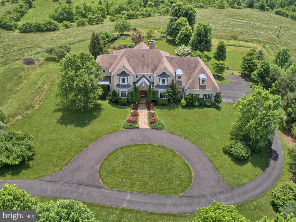Total luxury! - 7803 PICNIC WOODS RD, MIDDLETOWN