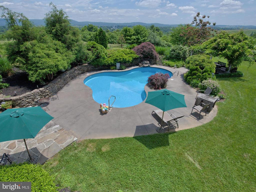 Extensive hardscape  and pergola around pool. - 7803 PICNIC WOODS RD, MIDDLETOWN