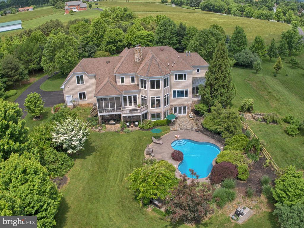 Beautiful understated elegance awaits you! - 7803 PICNIC WOODS RD, MIDDLETOWN