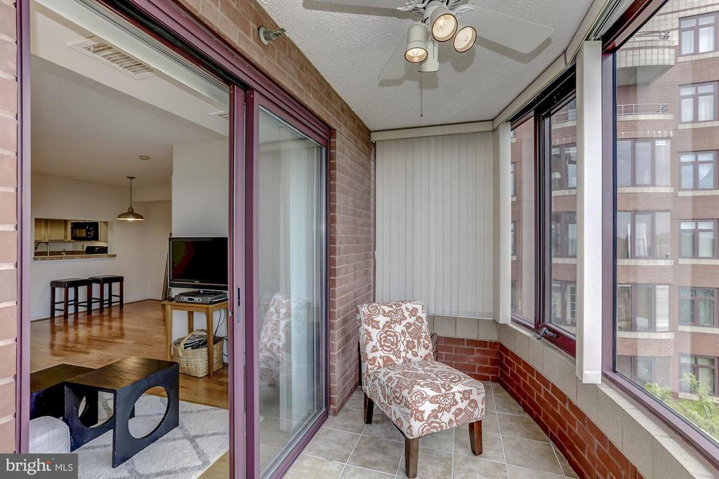 Sunroom - 2400 CLARENDON BLVD #803, ARLINGTON