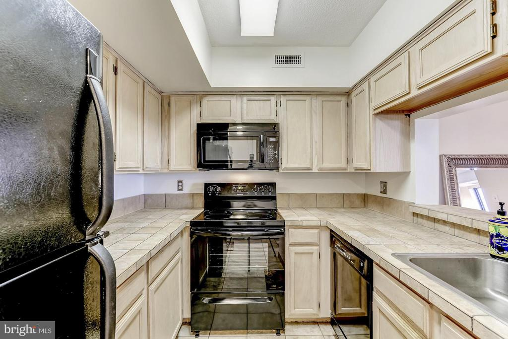 Kitchen - 2400 CLARENDON BLVD #803, ARLINGTON