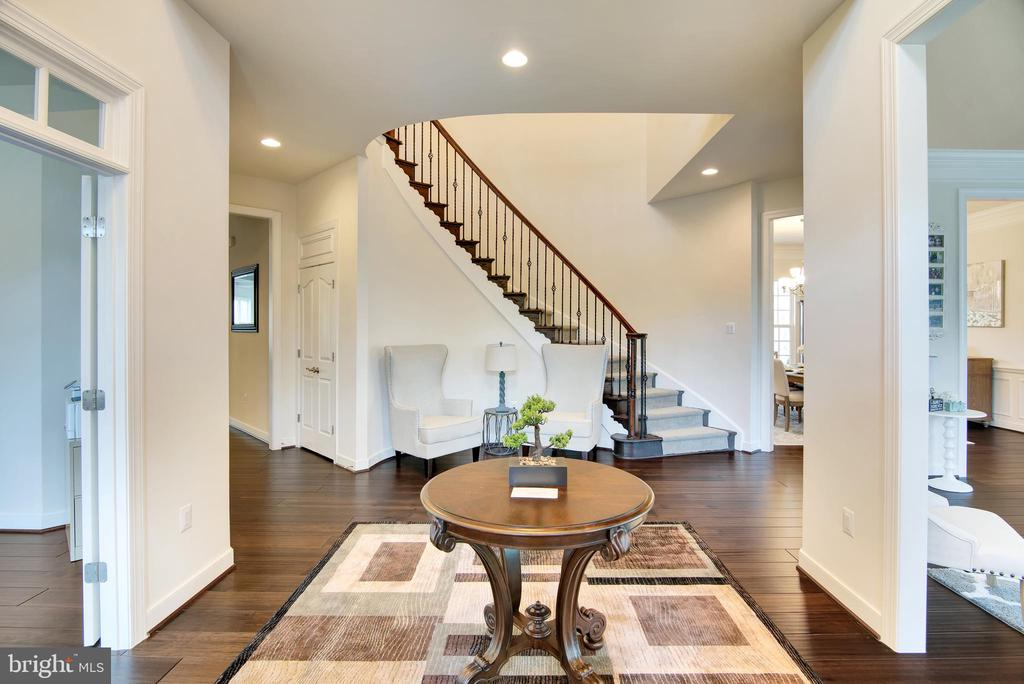 Elegant grand main entrance into foyer - 21 GLENVIEW CT, STAFFORD