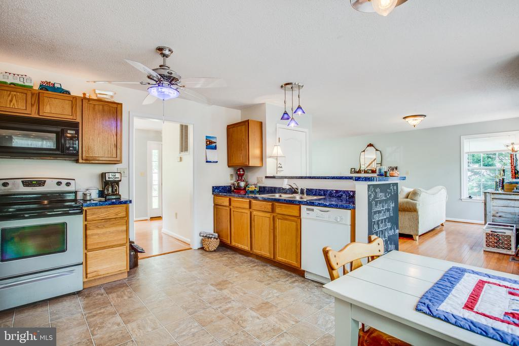 Open concept kitchen with counter for barstools - 15001 DOVEY RD, SPOTSYLVANIA