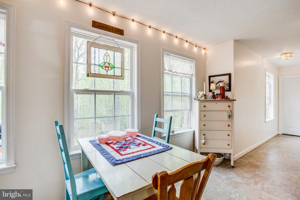 Kitchen offers table space for eat-in convenience - 15001 DOVEY RD, SPOTSYLVANIA