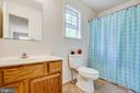 Upper level full bath - 15001 DOVEY RD, SPOTSYLVANIA