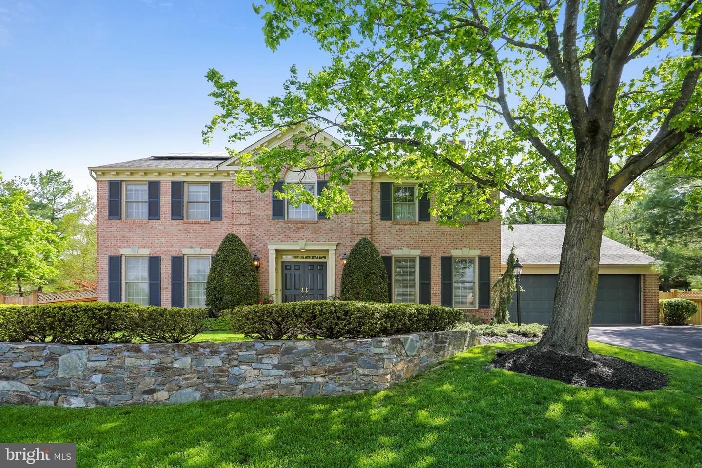 Single Family for Sale at 9428 Fox Hollow Dr 9428 Fox Hollow Dr Potomac, Maryland 20854 United States