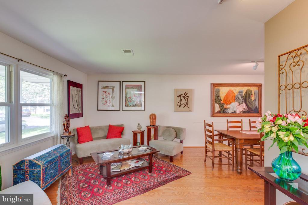 Living Room - 11340 RAMBLING RD, GAITHERSBURG