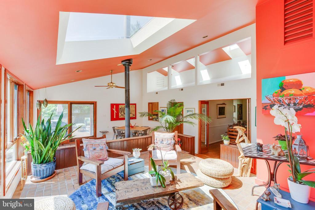Enjoy all of the natural light! - 11340 RAMBLING RD, GAITHERSBURG
