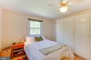 Bedroom 2 with plenty of closet space - 11340 RAMBLING RD, GAITHERSBURG