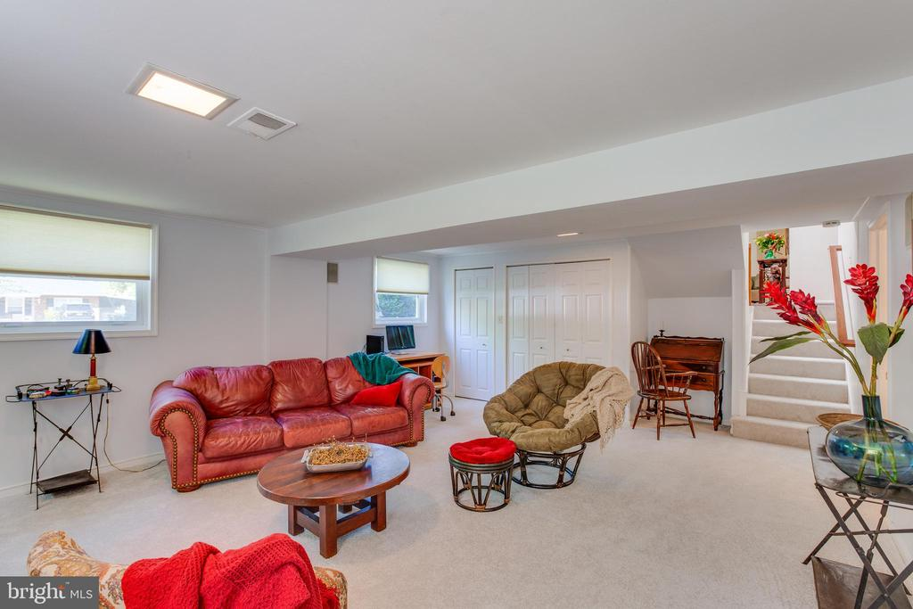 Lower Level Family Room - 11340 RAMBLING RD, GAITHERSBURG