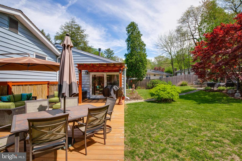 Beautiful fully fenced backyard. - 11340 RAMBLING RD, GAITHERSBURG
