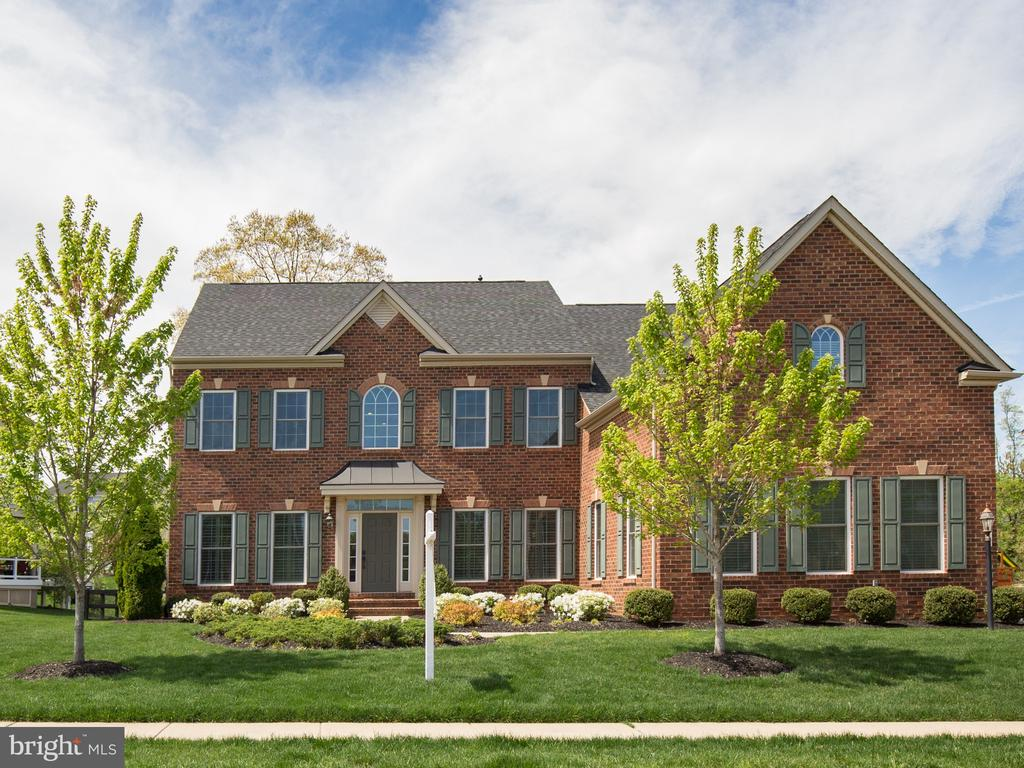 Stunning brick NV Remington model in the Meadows - 41656 REVIVAL DR, ASHBURN