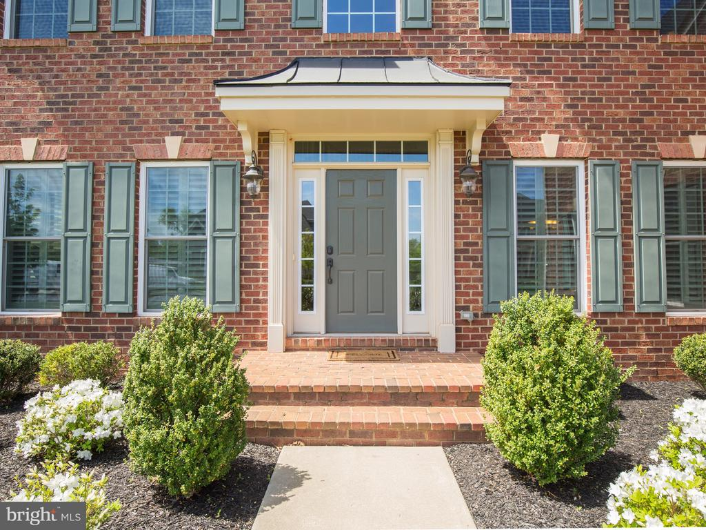 NV Homes upgraded keystones over the windows - 41656 REVIVAL DR, ASHBURN