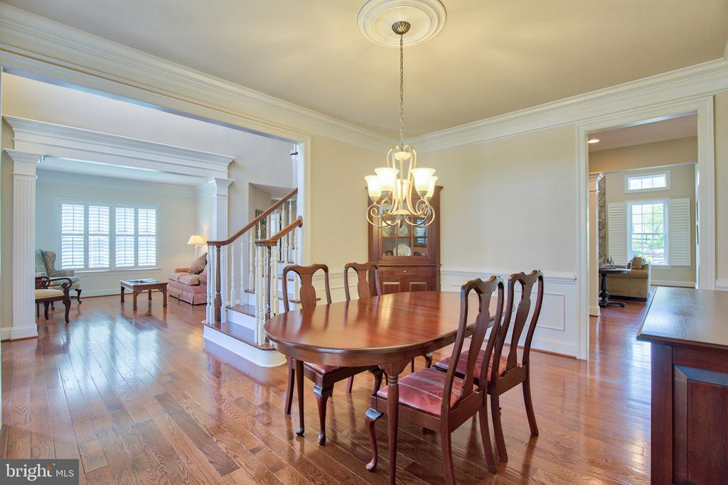 Dining Room with custom molding - 41656 REVIVAL DR, ASHBURN