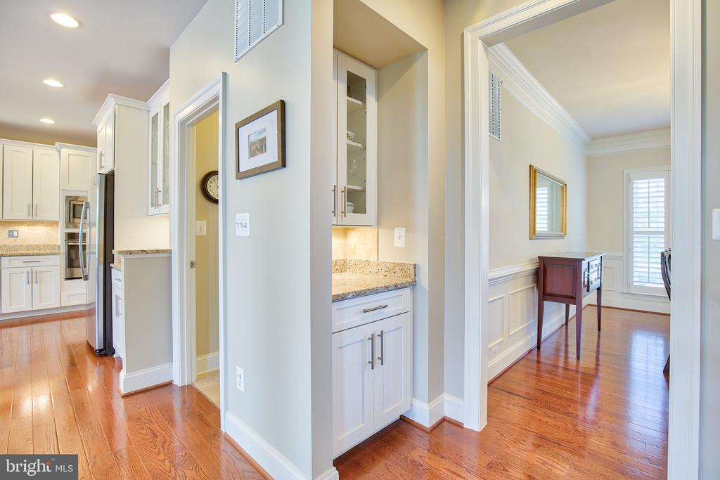 Butler pantry - 41656 REVIVAL DR, ASHBURN