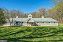 11 stall barn w/tack room/half bath - 43470 EVANS POND RD, LEESBURG
