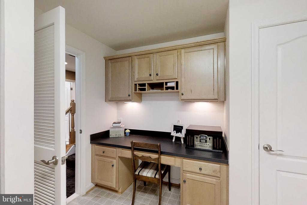 Basement Craft Rm, Built In Under Cabinet Lighting - 43168 ALEX ST, LEESBURG
