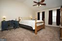 Large Master Bedroom with vaulted ceilings - 29 BLOSSOM WOOD CT, STAFFORD