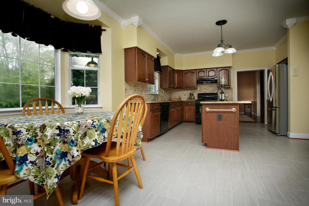 Large Bay Window for Breakfast Nook - 29 BLOSSOM WOOD CT, STAFFORD