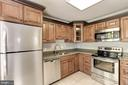 Fully renovated kitchen - 9505 FARMVIEW CT, FAIRFAX
