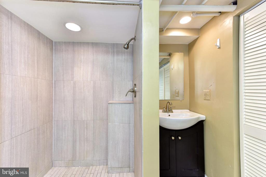 Basement Full Bathroom - 1503 N EDISON ST, ARLINGTON