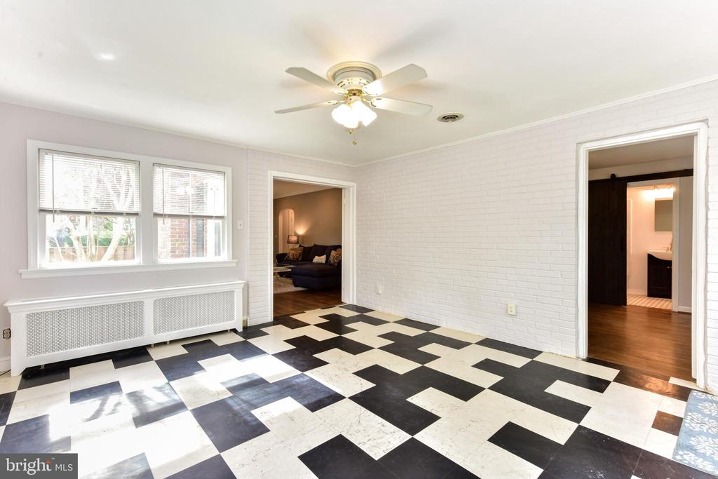 Sun Room - 1503 N EDISON ST, ARLINGTON