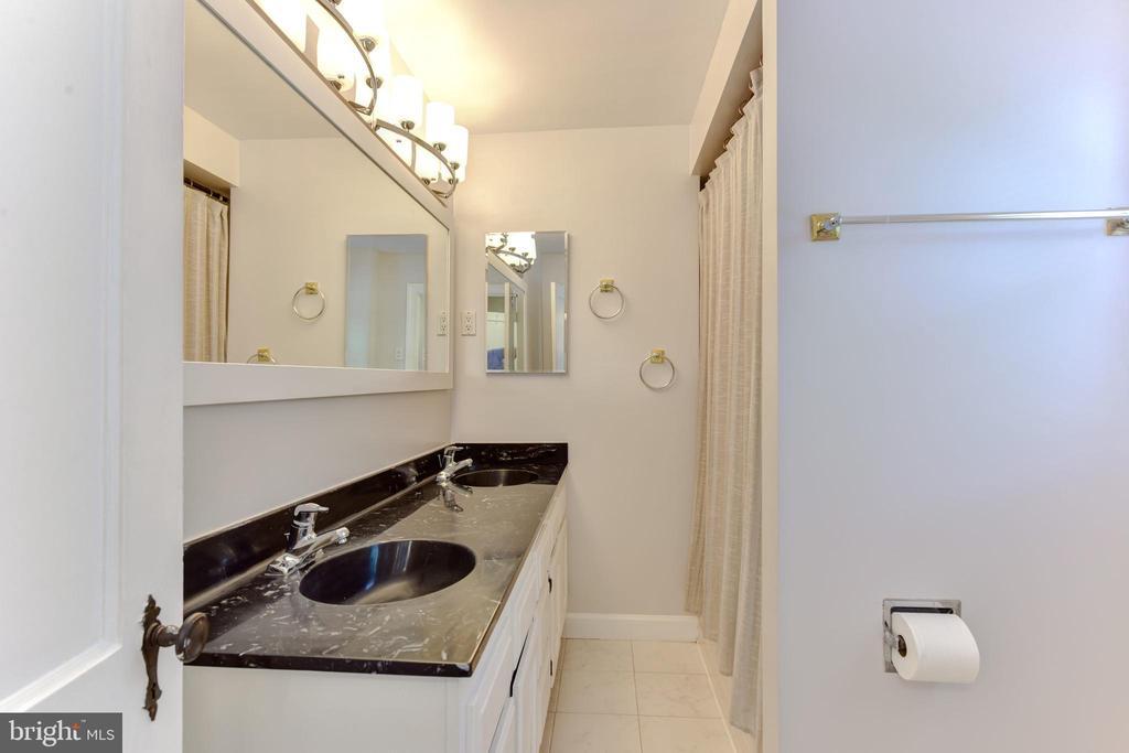Upstairs Full Bathroom - 1503 N EDISON ST, ARLINGTON