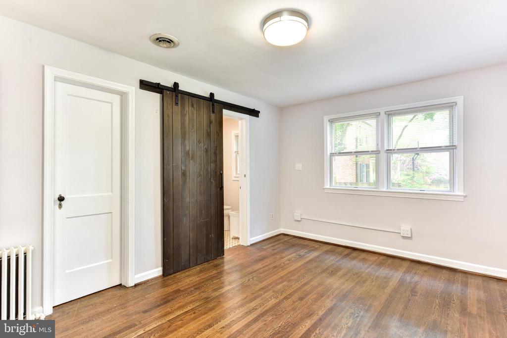 Main Floor Master Bedroom - 1503 N EDISON ST, ARLINGTON