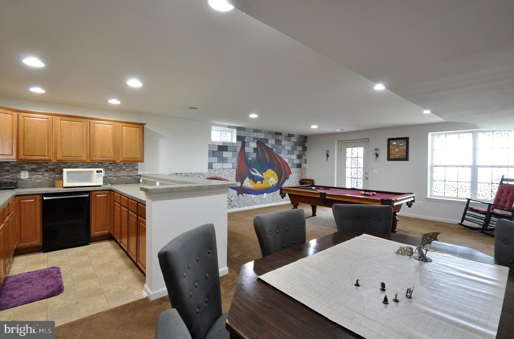 Wet bar, and spacious living/playing area - 61 CHAPS LN, FREDERICKSBURG