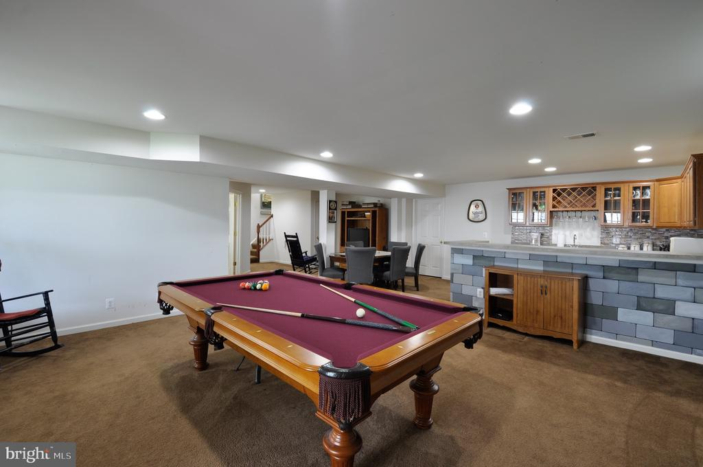 Pool table conveys if desired - 61 CHAPS LN, FREDERICKSBURG