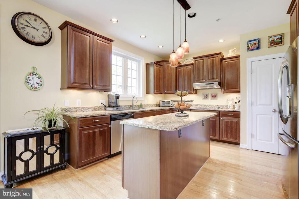 Kitchen - 7318 EDMONSTON RD, COLLEGE PARK