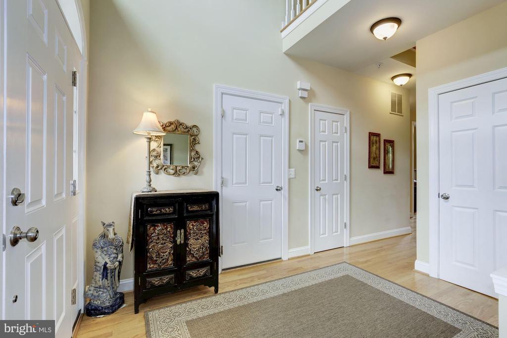Foyer - 7318 EDMONSTON RD, COLLEGE PARK